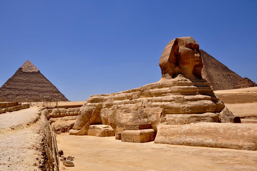 sfinx met piramides